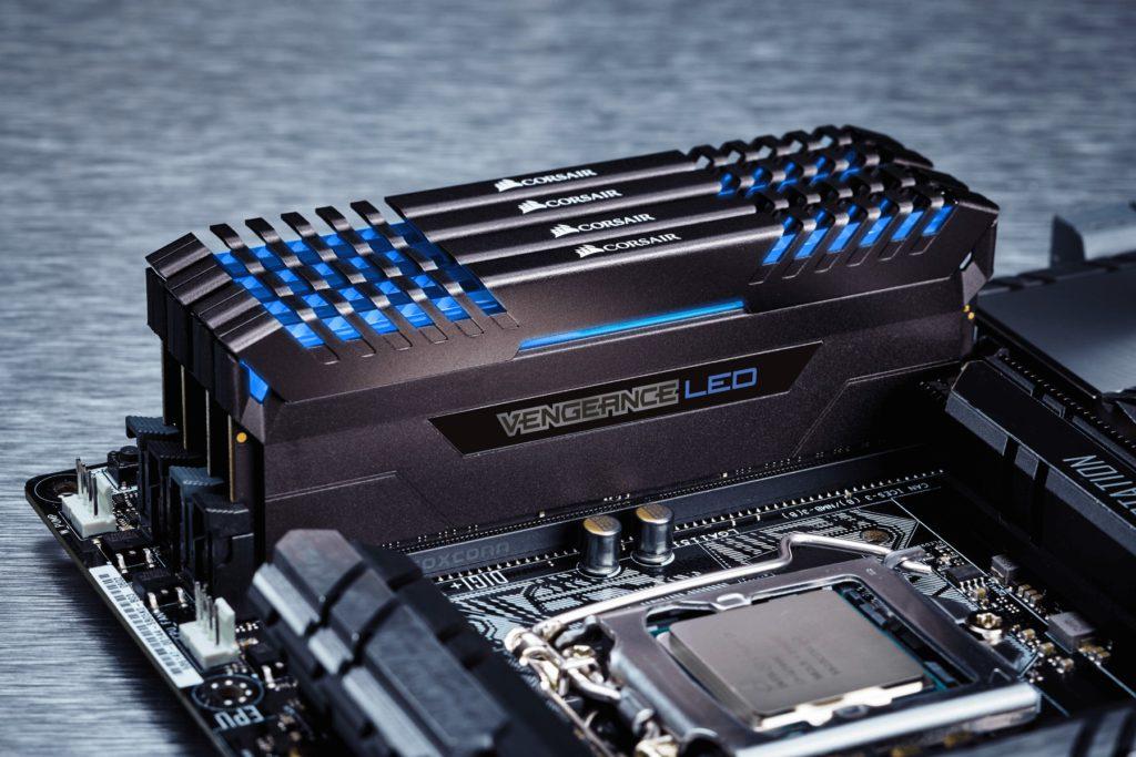 Corsair Vengeance RAM-geheugen uitbreiden op een moederbord.