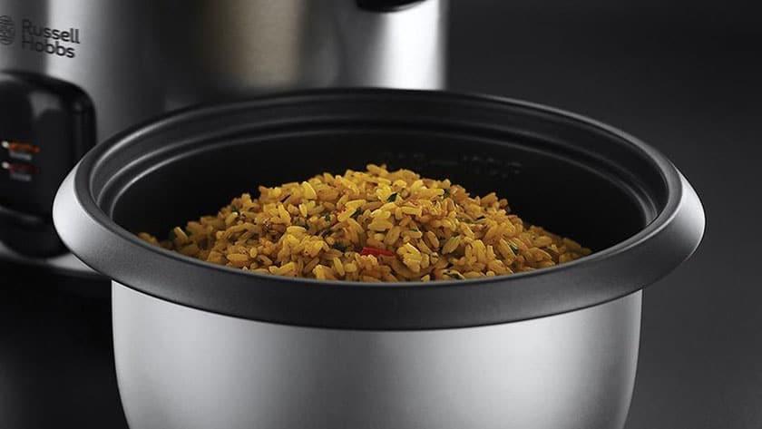 rijstkoker met stoommand