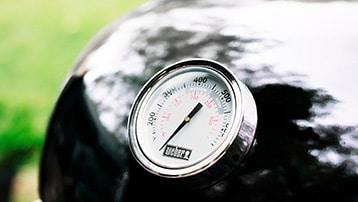 houtskool bbq met dekselthermometer