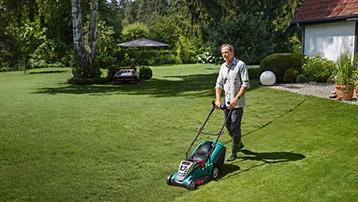 zelfrijdende elektrische grasmaaier